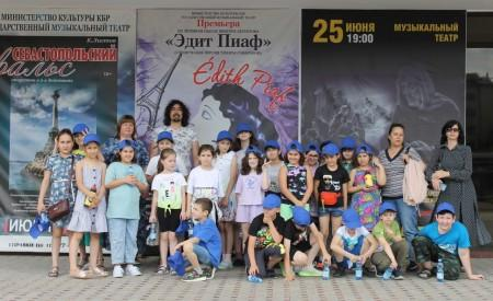 Общественники организовали для детей экскурсию в Музыкальный театр