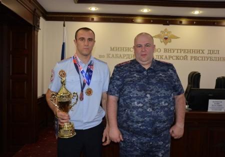 В МВД по КБР поздравили Мазихова с медалью в Кубке России по боксу