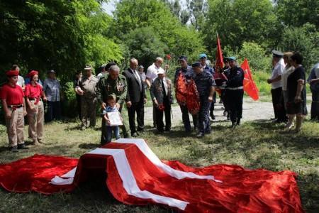 В Майском районе торжественно перезахоронили останки советских солдат