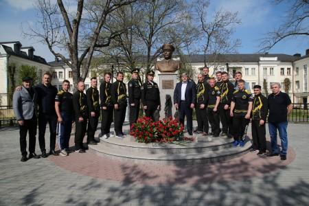В Нальчике Казбек Коков вместе с воинами-североморцами высадил деревья в память об адмирале Арсении Головко