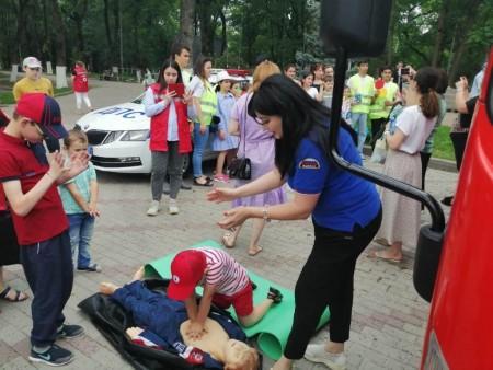 В День защиты детей в парке Нальчика состоялась акция дорожной безопасности